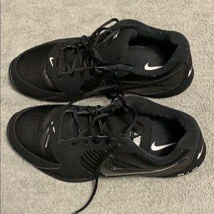 Men 13 Nike air baseline low